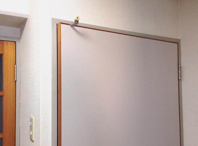 押し入れの戸のフックがスッキリした様子