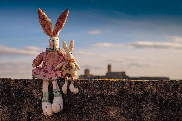 うさぎの親子の人形